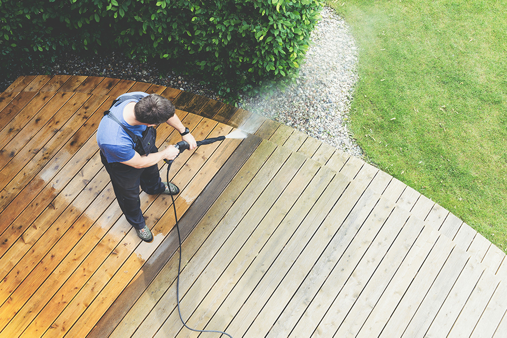 Benefits of Pressure Washing, Handy Window Cleaner